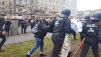 Polizei gegen Demonstranten in Berlin. Foto: Guillermo Zaidan
