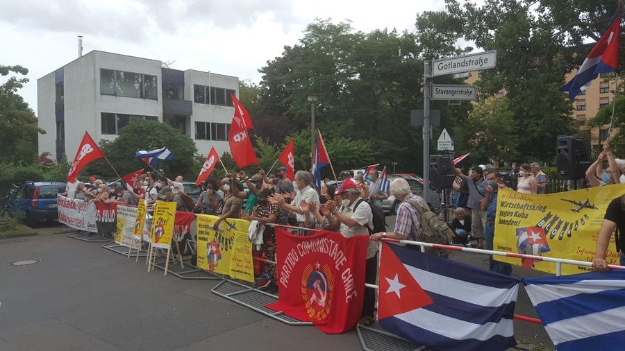 Solidaritütskundgebung 14. Juli vor der Kubanischen Botschaft in Berlin